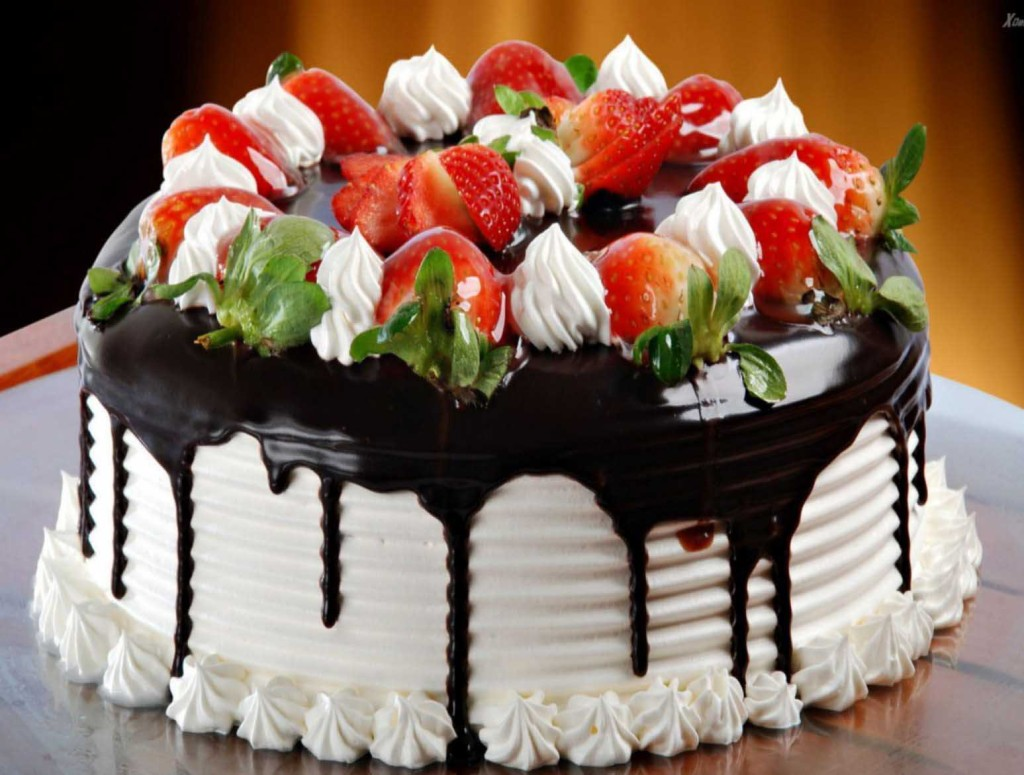 25 Sweet And Delicious Birthday Cakes PicsHunger