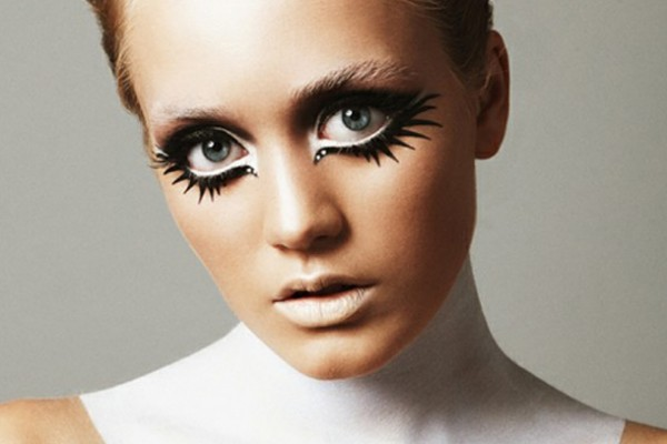 25 artistic halloween makeup ideas picshunger. Black Bedroom Furniture Sets. Home Design Ideas