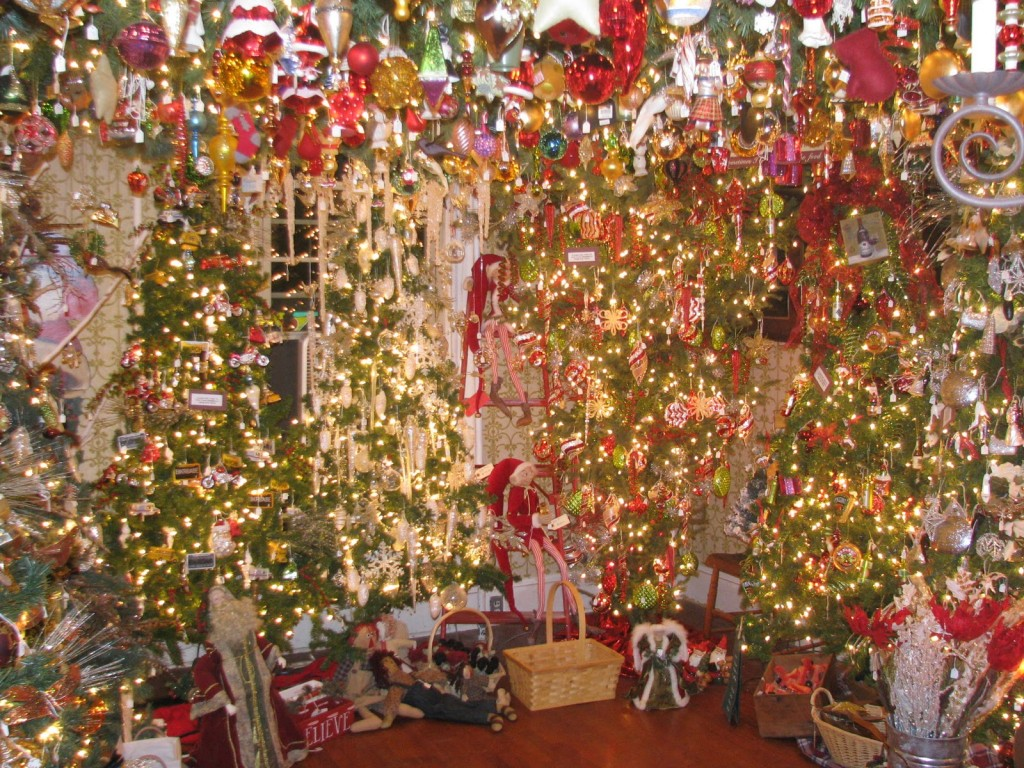 Christmas Decorations, Christmas Trees, Christmas Lights & more from The Christmas Warehouse Online shop. Buy your Christmas decorations online this season from The Christmas Warehouse, Australia's Premier online Christmas shop with multiple speciality Christmas Megastores.